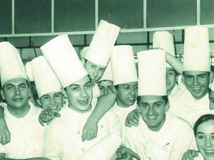 Jordi Comas amb joves cuiners